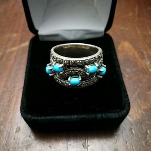 Beautiful sterling silver ring with turquoise